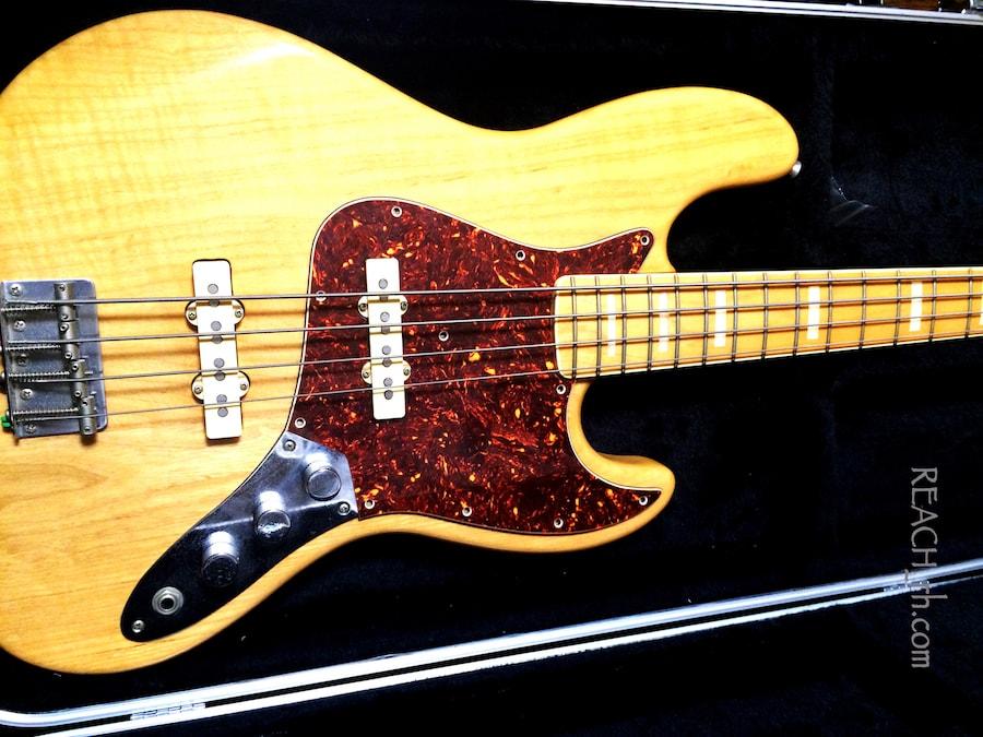 Fender Jazz Bass white ash ピックガード付きボディアップ2